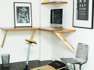 customer-standing-desk
